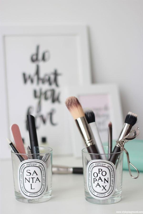 Duftkerzen-Gläser als Make-Up-Aufbewahrung (via Axelle Blanpain/Styleplayground.com)
