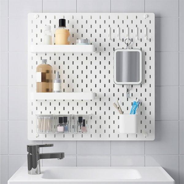Make-Up Aufbewahren: IKEA Skadis Aufbewahrung (Tolle Organisations-Ideen für Beauty-Fans auf Hey Pretty)
