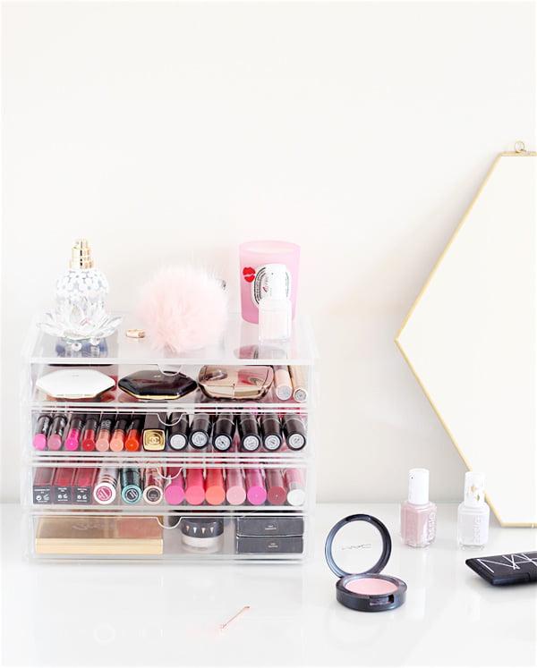MUJI Schubladen als Make-Up-Aufbewahrung, Image Credit: Sophie's Makeup Blog (Hey Pretty Roundup der besten Aufbewahrungsideen für Beautyprodukte)