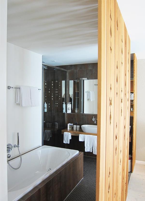 Schweizerhof Lenzerheide, Hotelzimmer – Image Copyright: Hey Pretty Beauty Blog