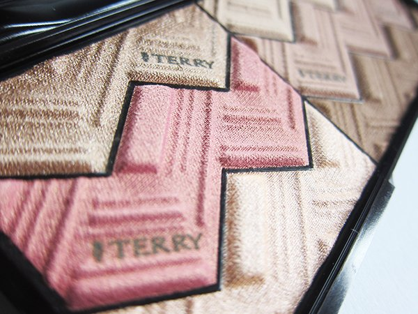 By Terry Sun Designer Palette Light & Tan Vibes, Closeup (Image by Hey Pretty Beauty Blog)