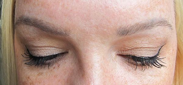 So sehen meine Augenbrauen mehr als 2 Jahre nach dem Microblading aus (Hey Pretty Beauty Blog Review)