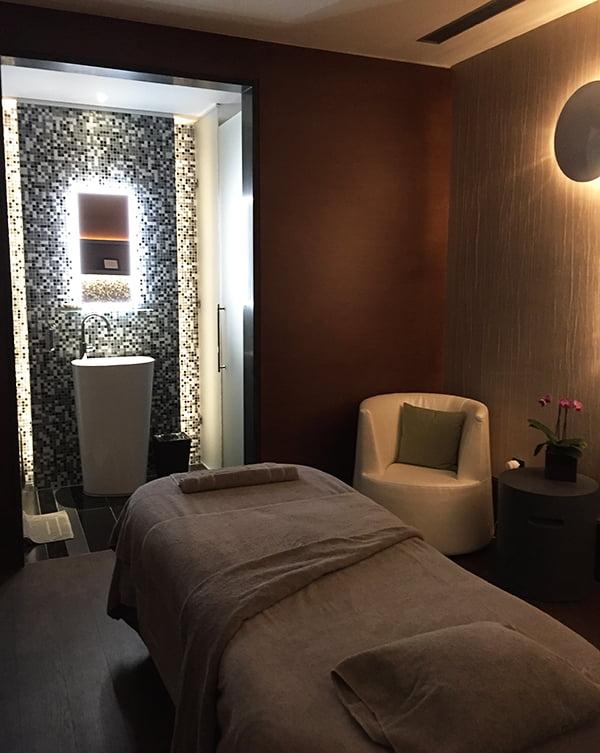 Behandlungsraum Spa Hotel Royal Savoy, Review by Hey Pretty