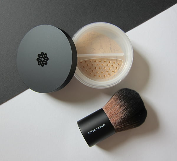 Lily Lolo Mineral Foundation SPF 15, Image by Hey Pretty Beauty Blog