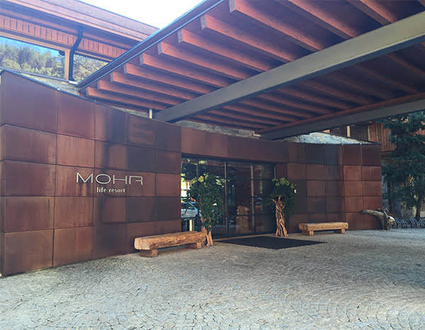 MOHR life resort Fassade Ankunft, Image by Hey Pretty Beauty Blog