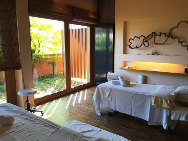 MOHR life resort Spa Review, Treatment-Raum, Image by Hey Pretty Beauty Blog