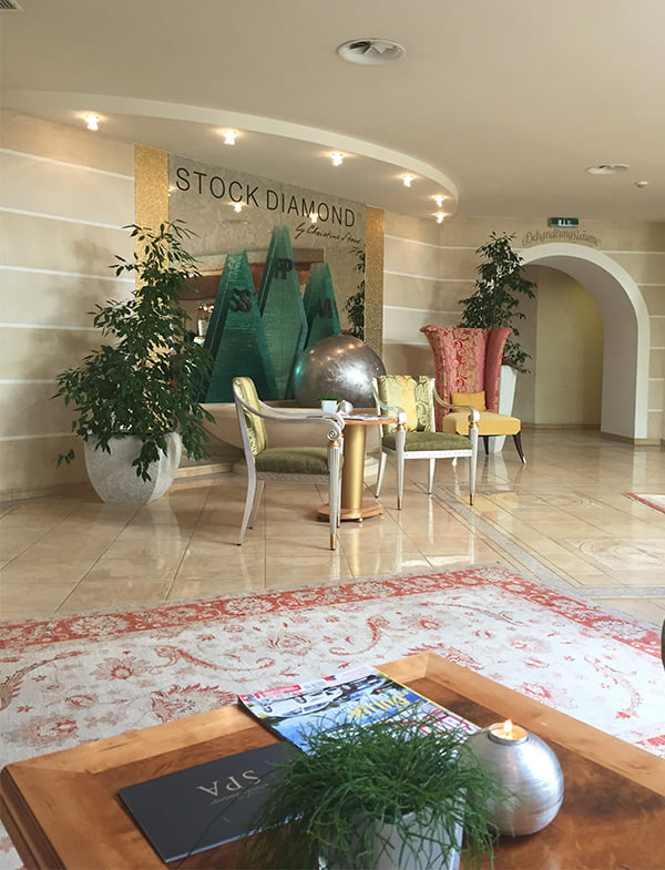 Spa Review STOCK resort, Wellness-Empfang, Image by Hey Pretty Beauty Blog