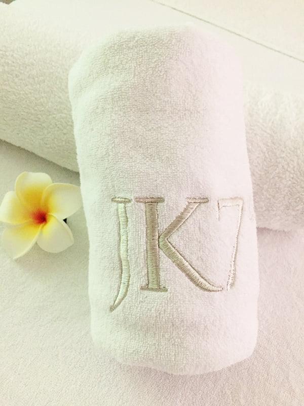 JK7 Luxurious Natural Skincare, Facial Treatment Gesichtsbehandlung, Review Parfümerie Osswald Zürich (Image: Hey Pretty Beauty Blog)