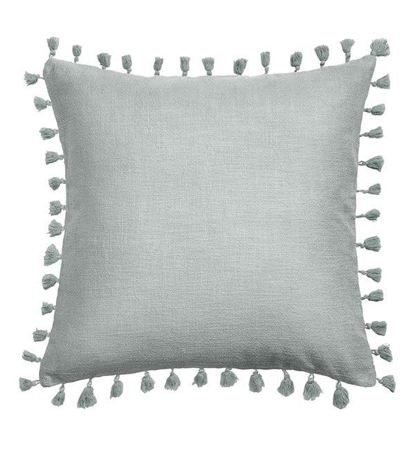 Pastell Interiors: Kissenhülle mit Quasten von H&M Home