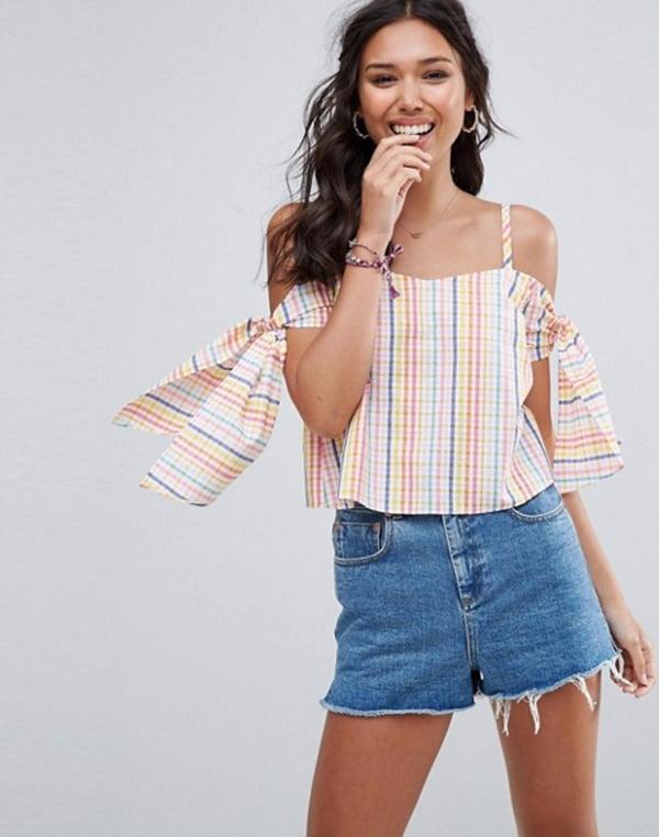 ASOS Seersucker-Bluse mit Schulterausschnitten (Frühlings-Tops Fashion Flash)