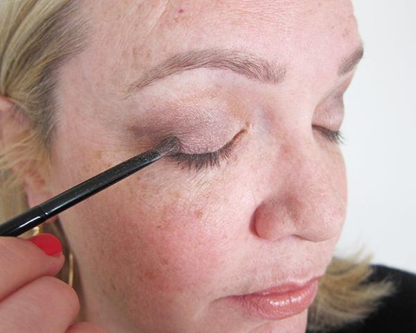 04: Äusserer Augenwinkeln definieren (Gold Smoky Eye, Step by Step by Hey Pretty)