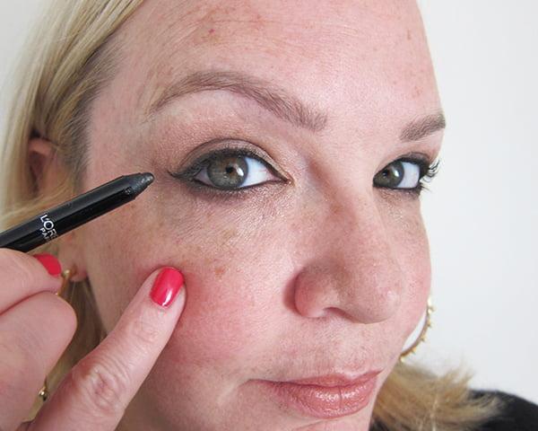 13: Schwarzer Infaillible Eyeliner, Kitten Eye Flick