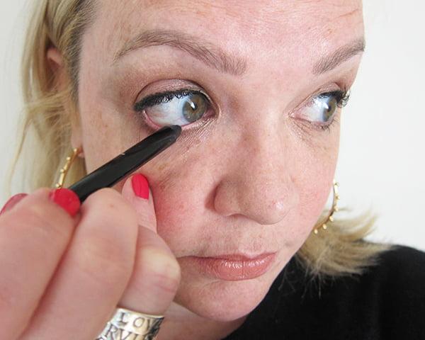 13: Schwarzer Infaillible Eyeliner, Waterline unten (Gold Smoky Eye, Step by Step (Eyeliner, lower Waterline)
