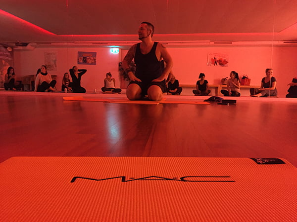 Yoga Arun beim MAC Work it Out Launch Event