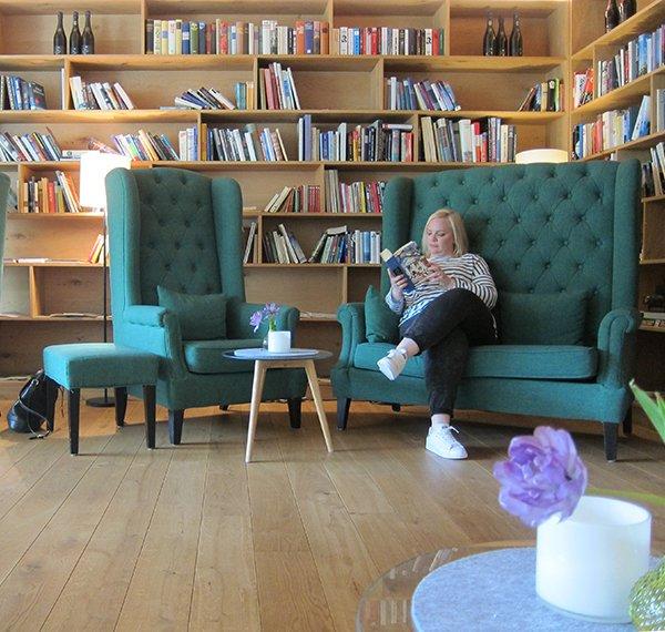 Fritsch am Berg: Bibliothek (Review von Hey Pretty Beauty Blog)