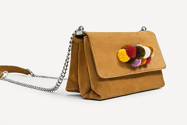 Leather Crossbody Bag mit Pompoms von Zara
