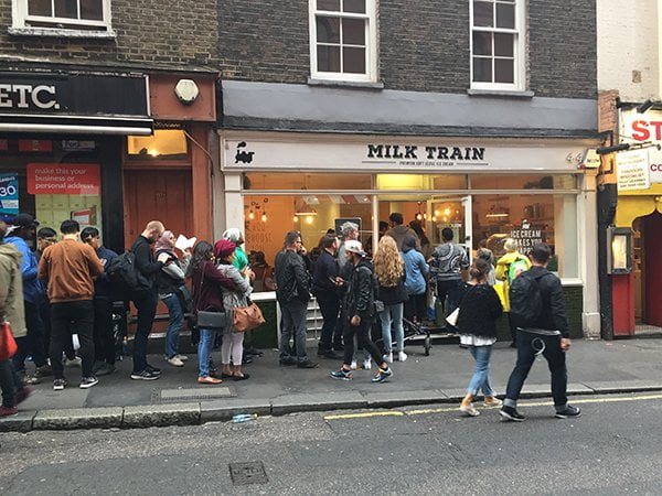 Milk Train London: Queue in Covent Garden (Image by Hey Pretty)