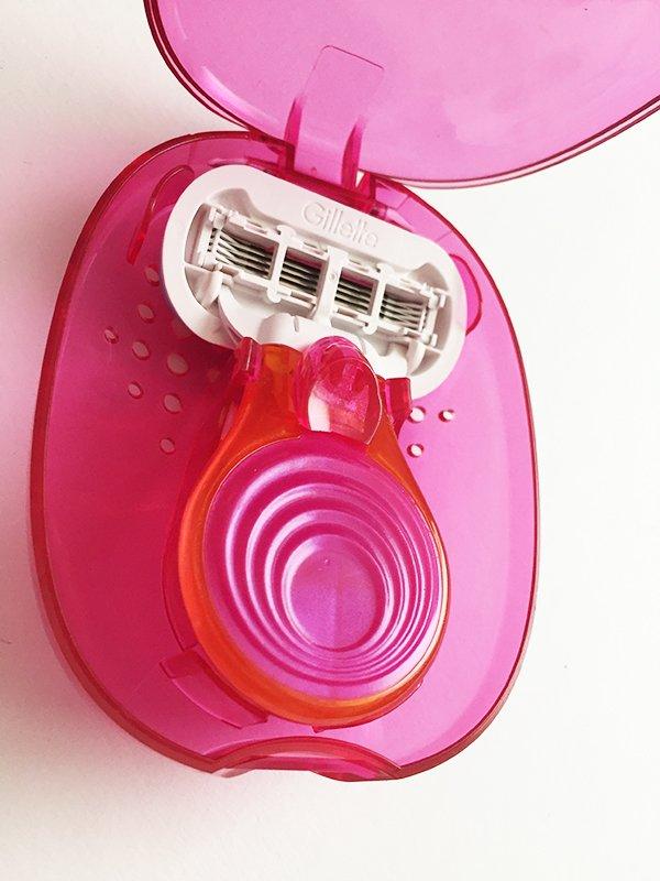 Gewinnspiel: Gillette Venus Snap Embrace in Cosmo Pink (Image by Hey Pretty Beauty Blog)