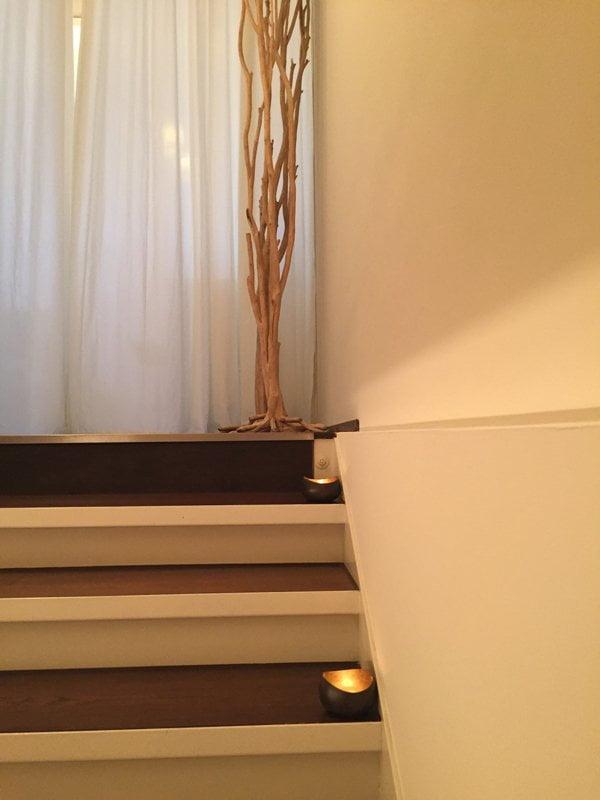 Labo Spa Review von Sandra Gimmel (Hey Pretty): Treppe zu den Treatment-Räumen