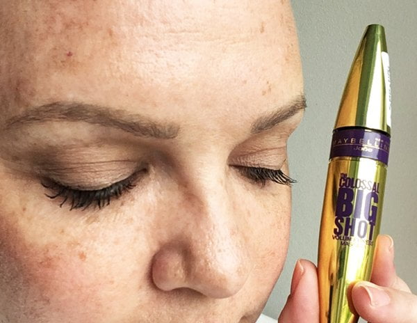 Mascaras im Test: Maybelline The Colossal Big Shot Volum'Express (Image by Hey Pretty)