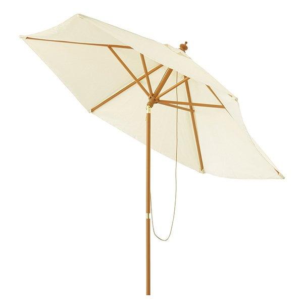 Schöner Gartensonnenschirm von Maisons du Monde (Terrassen-Styling Ideen auf Hey Pretty)