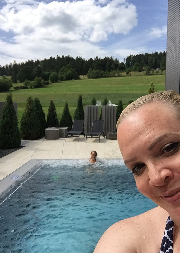 Aussenpool Wellness im Grand Hotel Les Endroits (Spa Review Hey Pretty)