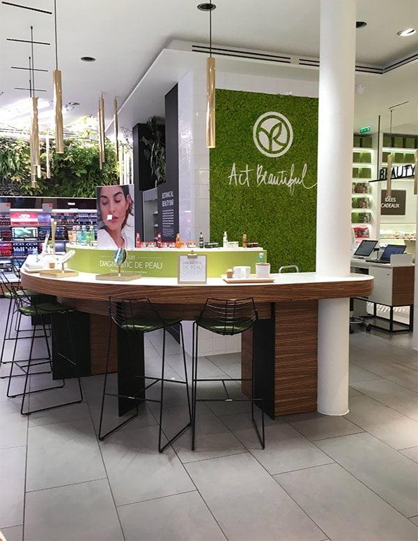 Yves Rocher Shop (Flagship) an der Boulevard Haussmann in Paris – Image by Hey Pretty