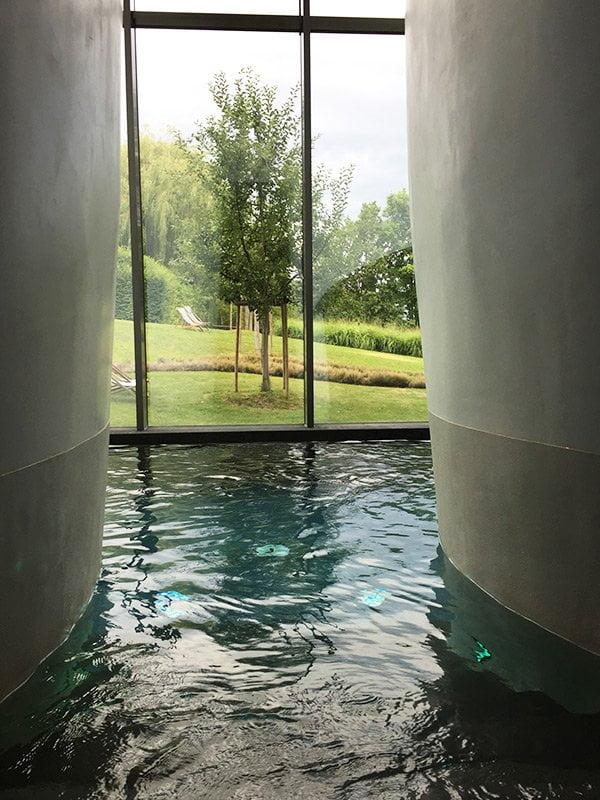 Innenbecken aus dem Cocon Thai Spa des Seerose Resort & Spa Hallwil