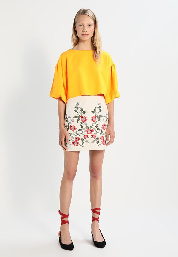Topshop Minijupe Bestickt (Embroidery Fashion Faves auf Hey Pretty)