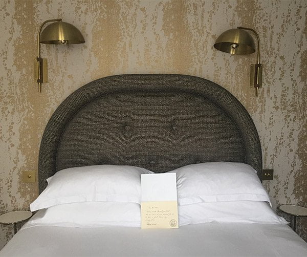 Le Grand Pigalle Hotel Paris, Bett (Image by Hey Pretty)
