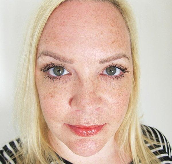 Erfahrungsbericht BeautyLash Eyelash Growth Booster: Vorher-Nachher-Bilder von Hey Pretty Beauty Blog nach 10 Wochen Anwendung, mit getuschten Wimpern