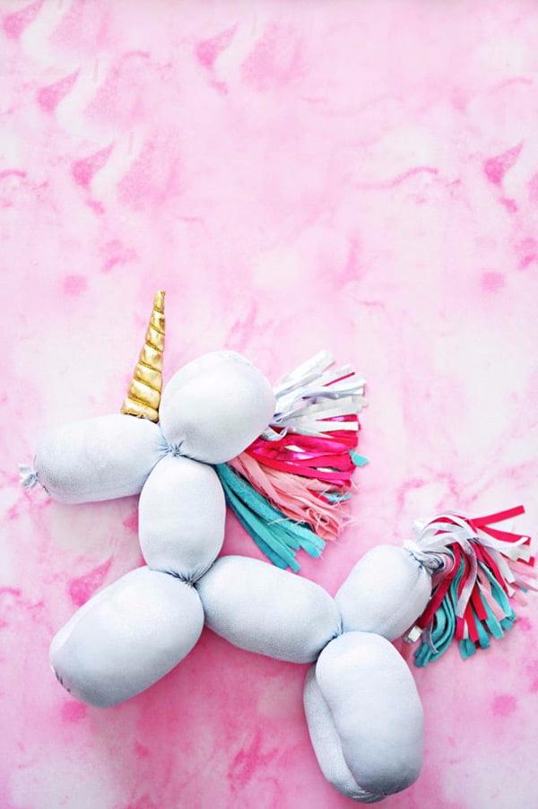 Die besten Bastel-Ideen auf Pinterest: DIY Balloon Stuffed Animal Unicorn by Little Inspiration