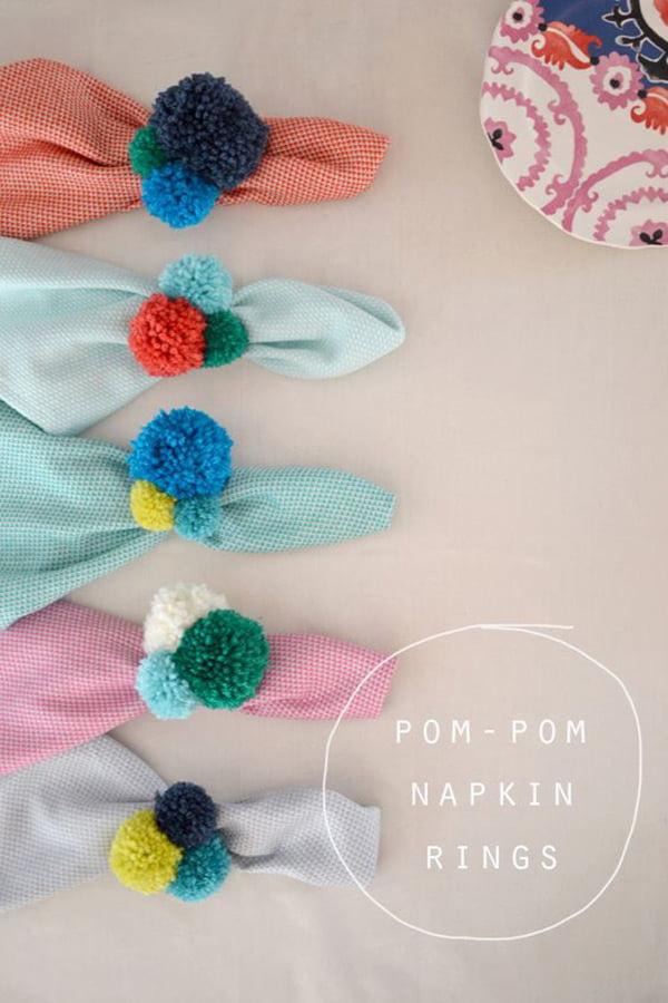 Die besten DIY Projekte auf Pinterest: Pompom Serviettenringe von Art Bar