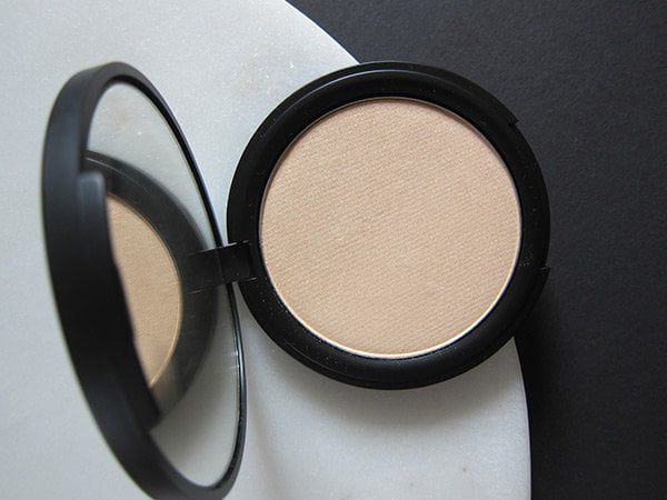 HIRO Cosmetics Pressed Powder Highlighter (Go with the Glow): Image by Hey Pretty