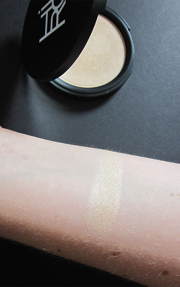 Closeup HIRO Cosmetics Pressed Powder Highlighter (Go with the Glow): Image by Hey Pretty