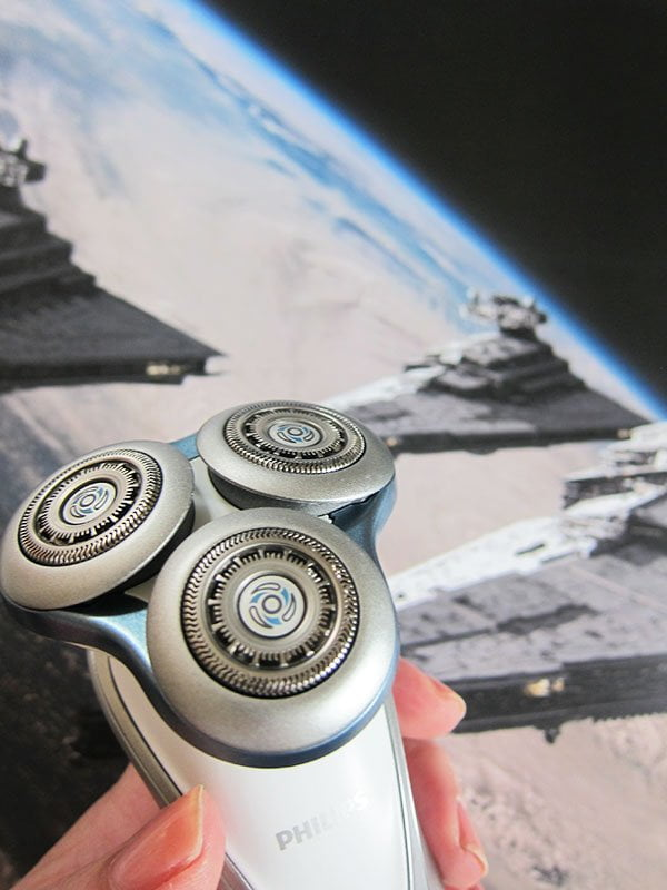 Philips SW7770 Wet & Dry Shaver Star Wars Edition (Light Side), closeup: Giveaway on Hey Pretty Beauty Blog