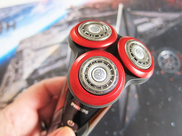 Philips SW9770 Wet & Dry Shaver Star Wars Edition (Dark Side), closeup: Giveaway on Hey Pretty Beauty Blog