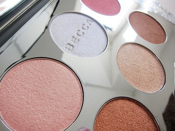 Closeup of Becca Apres Ski Glow Face Palette (Sephora Holiday 2017 Highlights auf Hey Pretty Beauty Blog)