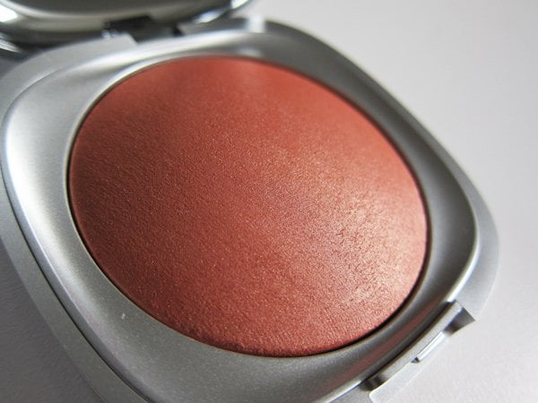 Closeup: KIKO Milano Arctic Holiday Baked Blush in Marmoreal Biscuit (Image and Review by Hey Pretty)