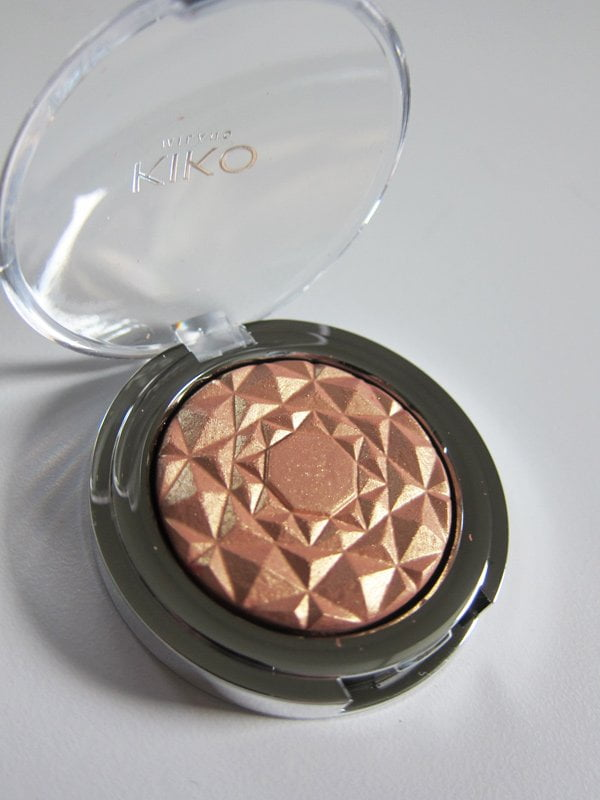 KIKO Milano Arctic Holiday Holographic Highlighter in Starry Gold (Image by Hey Pretty)