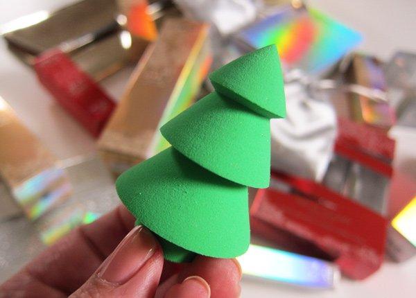 KIKO Milano Arctic Holiday Tree Make-Up Blender (Image by Hey Pretty)
