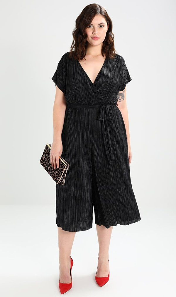 Schöne «kleine Schwarze»: Plissee-Jumpsuit von New Look via Zalando (Hey Pretty Fashion Flash)