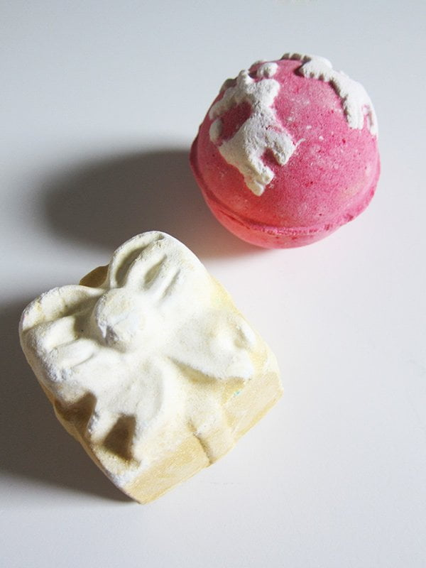 LUSH Xmas 2017: Christmas Sweater and Golden Wonder Bath Bombs (Image and Review by Hey Pretty)