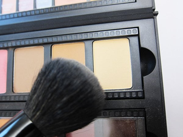 Tutorial with the Smashbox Master Class Create & Transform Palette: Halo Eye (Step 1: Contour and Highlight)