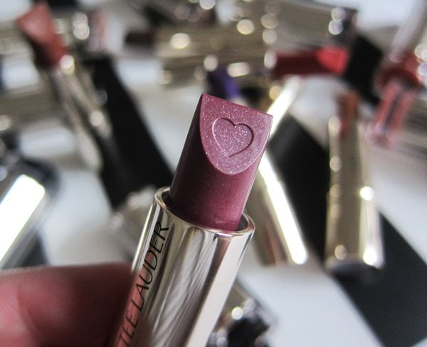 Estée Lauder Pure Color Love Heart Edition in «Luna Orchid« (Image and Review by Hey Pretty)