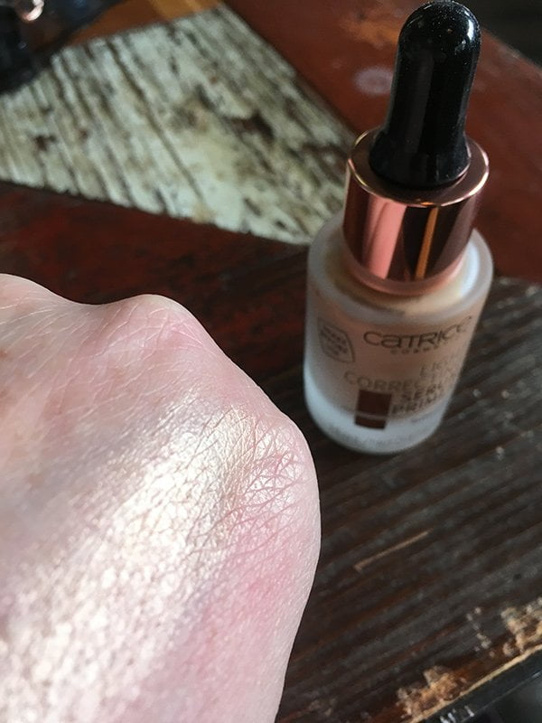 Catrice Frühling 2018 Preview: Light Correcting Serum Primer (Bild: Hey Pretty)