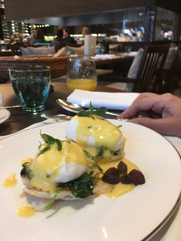 Frühstück im The Chedi Andermatt (Eggs Benedict, yum!), Image and Review by Hey Pretty