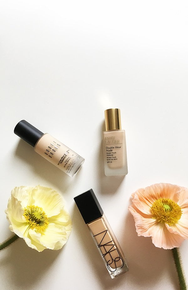 Foundation Review: Bobbi Brown Skin Long-Wear Weightless Foundation, Estee Lauder Double Wear Nude Water Fresh Makeup und NARS Natural Radiant Longwear Foundation (Image by Hey Pretty)