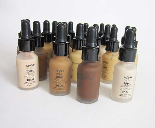 NYX Professional Makeup Total Control Drop Foundation Review auf Hey Pretty Beauty Blog