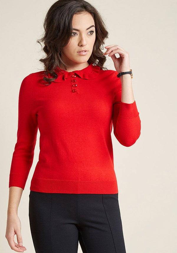 Roter Pulli mit gerüschtem Kragen von Modcloth (Hey Pretty Fashion Flash: Rüschen)